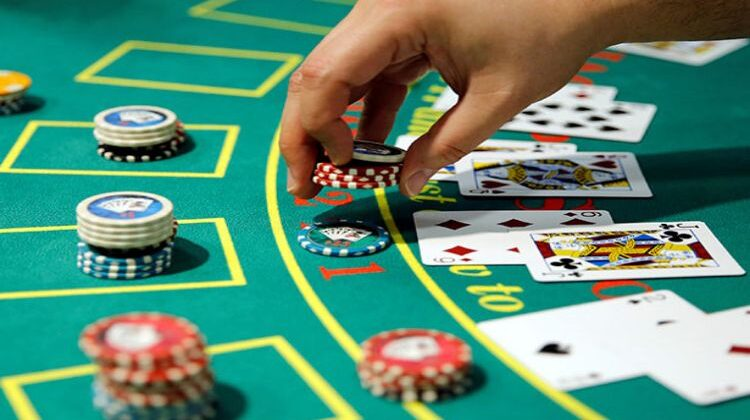 What are the different kinds of casino games?